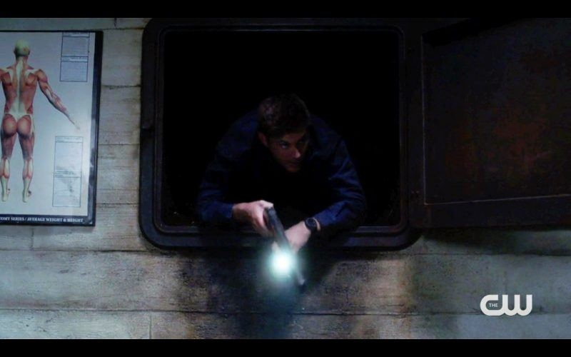 dean sneaking around samw inchester supernatural bulge